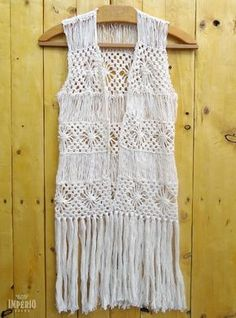 ideas crochet top boho kimonos for 2019 Crochet Fringe, Crochet Coat, Crochet Mittens, Crochet Cardigan, Crochet Clothes, Crochet Cowl Free Pattern, Easy Crochet Patterns, Crochet Skirt Outfit, Boho Kimono