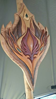 Beautiful art pieces handmade from a variety of exotic & local woods by the guys at Wood Vibe Tribe. The colors you see are not from stains or varnishes. These are the actual natural shades of the woods, rubbed down only with oil. Absolutely stunning & incredible to touch with your hands, feeling all the curves & valleys. Diy Wood Projects, Wood Crafts, Woodworking Projects, Intarsia Wood Patterns, Wooden Flowers, Scroll Saw Patterns, Wood Creations, Barn Quilts, Puzzle Art