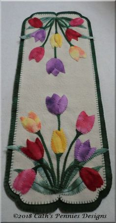 Tulips Wool Applique Table Runner Viola Beauty Wool Applique Candle Mat and Mug Rugs – Cath's Pe Motifs Applique Laine, Wool Applique Patterns, Felt Applique, Applique Quilts, Quilt Patterns, Dress Patterns, Penny Rugs, Crazy Quilting, Art Quilting