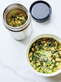 This green minestrone recipe is the perfect, health-minded soup that is great for both lunch and dinner during the week. Lunch Recipes, Soup Recipes, Vegetarian Recipes, Cooking Recipes, Healthy Recipes, Pressure Cooker Pho, Tofu Soup, Pesto Spinach, Small Pasta