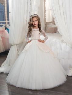 91.20$ Buy now - http://ali193.worldwells.pw/go.php?t=32775640498 - Gorgeous Hot Sales Flower Girl Dresses O-neck Long Sleeves Lace Tulle Pageant Gowns For Girls Wedding Party Gown New Arrival