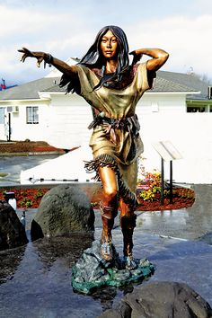 Sacagawea & Seaman | Artist: Heather Soderberg | Year: 2011 | Where: Cascade Locks, Oregon | Why You Need to See it: We just love the patination of the golden yellows, deep blues and rustic reds that celebrate the spirit of the Shoshoni guide's life as an interpreter for Lewis & Clark.