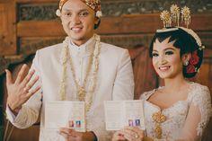 One Sweet Couple's Traditional Javanese Wedding - 018 Wedding Make Up, Wedding Reception, Dream Wedding, Wedding Things, Wedding Stuff, Javanese Wedding, Indonesian Wedding, Wedding Photoshoot, Traditional Wedding