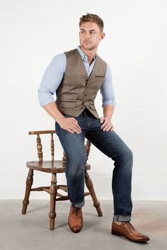Add a tweed waistcoat over a button down shirt, dark denim and classic brogues.liking this look! Mens Fashion Week, Mens Fashion Suits, Denim Fashion, Mode Masculine, Gilet Costume, Tweed Waistcoat, Gentleman Style, Mens Clothing Styles, Neue Trends
