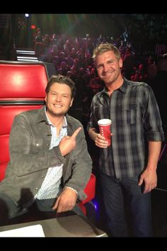 Clint and Blake Shelton Nfl 49ers, 49ers Fans, Nascar Sprint Cup, Nascar Racing, Nascar Rules, Country Girls, Country Music, Blake Shelton And Miranda, Clint Bowyer