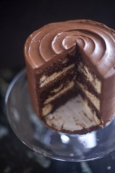 This chocolate marble cake started with a white cake from The Essential Baker and I adapted it to have cocoa powder for the chocolate marbling. Marble Cake Recipes, Cupcake Recipes, Dessert Recipes, Cheesecake Recipes, Chocolate Marble Cake, Chocolate Desserts, Köstliche Desserts, Delicious Desserts, Cupcakes