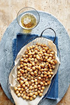 Crispy Parmesan Chickpeas Healthy Snacks, Healthy Eating, Healthy Recipes, Easy Snacks, Vegetarian Recipes, Clean Eating, Easy Meals, Antipasto, Appetizer Recipes