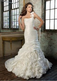 I wish I was this skinny so I would look this good in a wedding dress!!