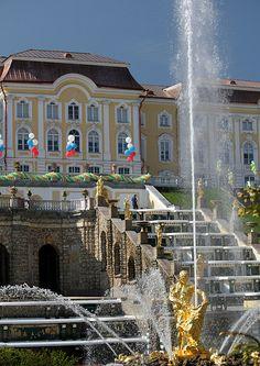 Fountains at Peterhof Palace, Saint Petersburg Beautiful Castles, Most Beautiful Cities, Beautiful Buildings, Winter Palace, Summer Palace, Places Around The World, Around The Worlds, Romanov Palace, Peterhof Palace