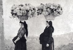 Buy online, view images and see past prices for EDOUARD BOUBAT Femmes aux Fleurs, Portugal. Invaluable is the world's largest marketplace for art, antiques, and collectibles. Vintage Photography, Street Photography, Art Photography, School Photography, People Photography, Robert Doisneau, Black White Photos, Black And White Photography, Fondation Cartier