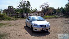 Mietwagen: silberne Toyota Limousine - Check more at https://www.miles-around.de/asien/thailand/ayutthaya-willkommen-in-sin-city/,  #Ayutthaya #Flutkatastrophe #Reisebericht #schwimmendeMärkte #Tempel #Thailand #WatMahathat #WatPhraSriSanphet #WatRatBurana