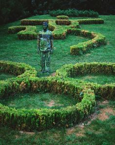 Liu Bolin can you see the invisible man? Liu Bolin, Landscape Prints, Contemporary Landscape, African American Artist, American Artists, Invisible Man, Garden Art, Garden Design, Garden Ideas