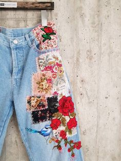 May 2020 - Vintage Levis Levis 501 XX Boyfriend Jeans Button Vintage Jeans, Jean Vintage, Look Vintage, Painted Jeans, Painted Clothes, Look Fashion, Diy Fashion, Fashion Outfits, Fashion Hacks