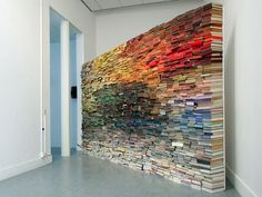 Enclosed Content Chatting Away In The Colour Invisibility | Anouk Kruithof