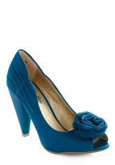 Oh my. The color! The cute vintagey heel! The little rosette! And they're peep-toes. It's officially shoe love.