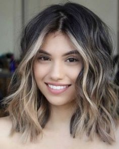 Flawlessly Chic Sun-kissed Medium Hairstyles You Must Wear Nowadays Wavy Bob Long, Short Wavy Hair, Medium Wavy Hair, Brown Medium Length Hair With Highlights, Brown Ombre Hair Medium, Baylage Short Hair, Blonde Highlights On Dark Hair Short, Face Frame Highlights, Long Brown Bob