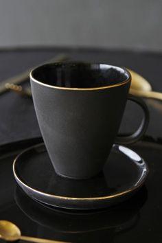 Glossy Noir Mug With Gold Rim