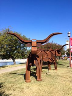 Metal moving kinetic lawn sculptures that look like a Texas longhorn for your lawn or yard art. is the marketplace for custom made items built to your exact specifications by talented makers. Get bids for free, no obligation! Metal Yard Art, Metal Art, Yard Ornaments, Welding Art, Metal Projects, Metal Working, Custom Made, Lawn, Longhorns Football