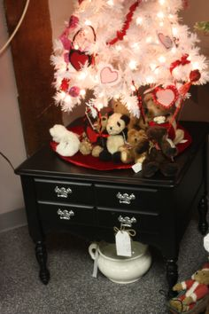 Happy valentines Day Tree, Vintage Boyds Bears & Restored upcycled hard rock maple table