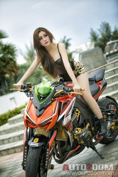 The 2 Week Diet is the diet program for safe, rapid weight loss. Based on a decade of scientific research, it promises ridding your body of pounds of unwanted fat in just 14 days. Lady Biker, Biker Girl, Grid Girls, Motard Sexy, Cb 1000, Chicks On Bikes, Motorbike Girl, Kawasaki Motorcycles, Moto Bike