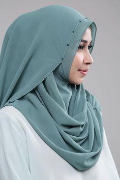 Green Tosca Hand Embroidery Patterns Flowers, Muslim Dress, Hijab Tutorial, Muslim Women, Head Scarfs, Scarves, Hijab Fashion, Shawl, Women Wear