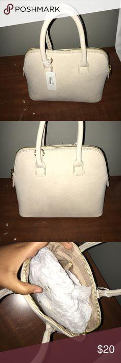 Charming Charlie's Cross body purse Charming Charlie's Cross body purse Charming Charlie Bags Crossbody Bags