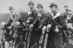 1:18 German Infantry Bicycle with Panzerfausts