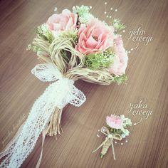 Somon gelin buketi ve damat yaka çiçeğimiz... #pembebisiklet #gelinçiçeği #gelinbuketi #yakaçiçeği #damat #gelin #damatyakaçiçeği #somon #dantel #rafya #doğal #soft #gelinaksesuarı #düğünaksesuarı