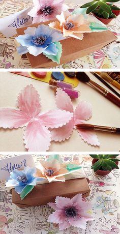 Flores de papel con acuarelas muy bellas que puedes usar para decorar. #flowers #craftingeek