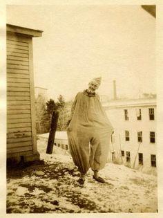 Vintage Halloween Postcard halloween Vintage Halloween Witch and Moon Halloween Photos D'halloween Vintage, Vintage Halloween Photos, Photo Vintage, Halloween Pictures, Vintage Bizarre, Creepy Vintage, Vintage Clown, Vintage Costumes, Supernatural