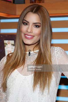 Brown Eyes Blonde Hair, Blonde Hair Shades, Honey Blonde Hair, Color Castaño, Beautiful Chinese Women, Ginger Hair Color, Colombian Women, Neon Hair, Latin Women