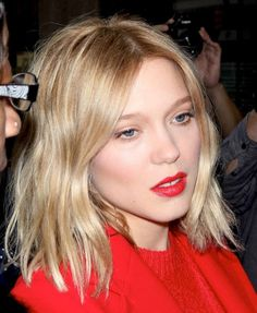 Find out how to create a stunning all-red look with inspiration from actress Léa Seydoux.