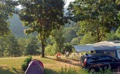 Ik hou van kamperen in Frankrijk. In de bergen, aan de kust, op minicampings, en soms zelfs in het wild. Maar helemaal fijn is het toch wel om op een campi Camping Glamping, Camping Life, Bergen, Saint Sauveur, France, Rhone, Relax, City, Nature