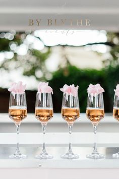 Gold, pinks and bubbly too, this tea time soiree is positively lovely. Glass Conservatory, Tea Party Bridal Shower, Tea Time, Alcoholic Drinks, Champagne, Bubbles, Spring, Pretty, Gold