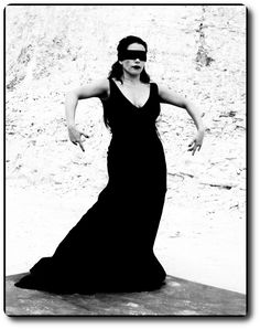 Ruven Afanador: Exaltando a Intensidade Feminina ~ Nascida em Versos