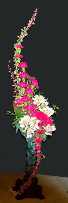 Hogarth curve Altar Flowers, Home Flowers, Church Flowers, Unique Flowers, Beautiful Flowers, Tropical Flower Arrangements, Church Flower Arrangements, Flower Centerpieces, Vanda Orchids