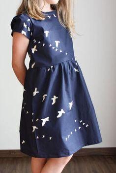 Süßes Kinderkleid mit Knopfleiste am Rücken - Nähanleitung und Schnittmuster via Makerist.de