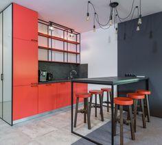 Azok, akiknél a vörös, valamint annak különböző árnyalatai meghatározó szerepet töltenek be a lakásban, jellemzően extrovertáltabbak, szenvedélyesebbek és határozottabbak. Szeretnéd vörössé varázsolni a lakásod? 🤔 Látogass el a weboldalunkra, ahol összegyűjtöttük Neked a legattraktívabb vörös lakberendezési kiegészítőket! 🏠 Table, Furniture, Home Decor, Decoration Home, Room Decor, Tables, Home Furnishings, Home Interior Design, Desk