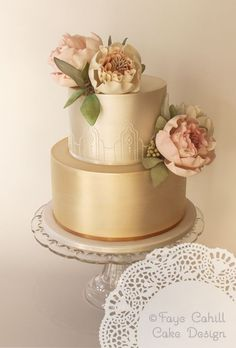 Simpale Vintage Gold Wedding Cake with Flowers / http://www.deerpearlflowers.com/58-creative-wedding-cake-ideas-with-tips/