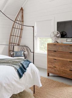 Hamptons Beach Cottage-Jenny Wolf Interiors-11-1 Kindesign