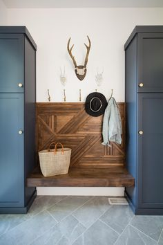 Loving this mudroom drop zone set up The dark colors really make a statement Mudroom Bench colors dark Drop Loving Mudroom Set statement zone Loving… – Mudroom Entryway Mudroom Laundry Room, Farmhouse Laundry Room, Bench Mudroom, Home Interior, Interior Design, Up House, My New Room, Home Staging, Home Remodeling
