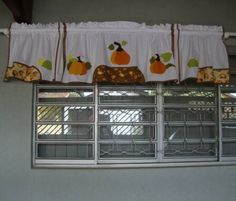 Bandôzinho feito sob medida para compor com o kit de cozinha (170) - que aparece na última foto.