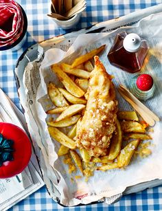 Move aside local chippie, say hello to our new favourite fakeaway recipe - homemade fish and chips made with Japanese-style tempura batter Cod Recipes, Sushi Recipes, Seafood Recipes, Cooking Recipes, Recipes Dinner, Recipies, Homemade Fish And Chips, Homemade Sushi, Crockpot