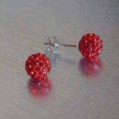 Pendientes de plata rojo brillante, de cristal tallado tipo Swarovski. Bola de diferente diámetro a elegir el tamaño.