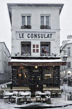 Snowing - Le Consulat - Montmartre, Paris, France