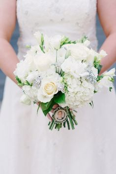 White bouquet // photo by www.rusticwhitephotography.com
