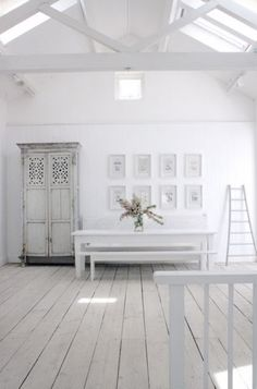 White wooden floors, kitchen table and benches, lovely!