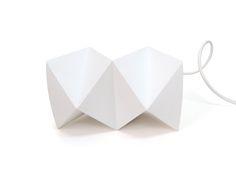 Lámpara por diseño Armatoste. Disponible en www.bambae.com