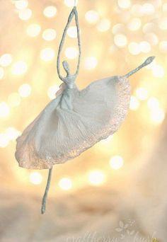 Auf folgende Seite erkennen Sie, wie kann man eine wunderschöne Ballerina-Figur aus Draht basteln. Die Anleitung finden Sie hier.