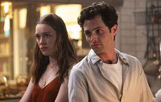 """Derzeit wird mit Hochdruck an der dritten Staffel der Netflix-Serie """"You"""" geschraubt und Fans können es gar nicht erwarten, bis sie erfahren, wie es in den neuen Folgen nach dem düsteren letzten Staffelfinale"""